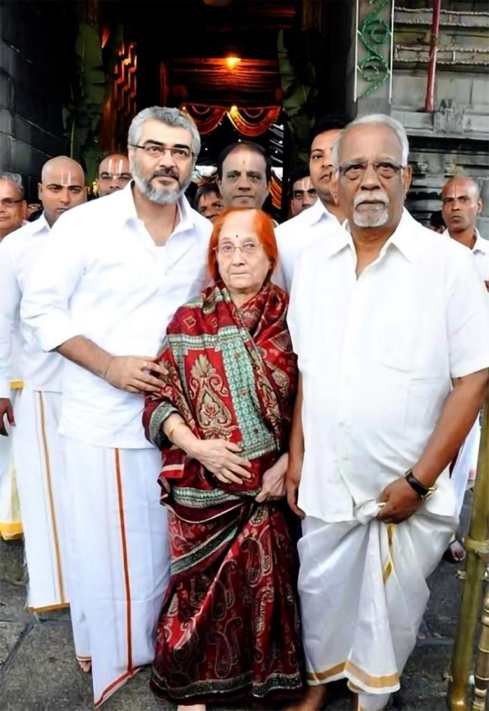 ajith-in-tirupathi-with-parents-705x1024